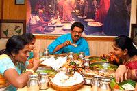 Обед в индийской семье фото