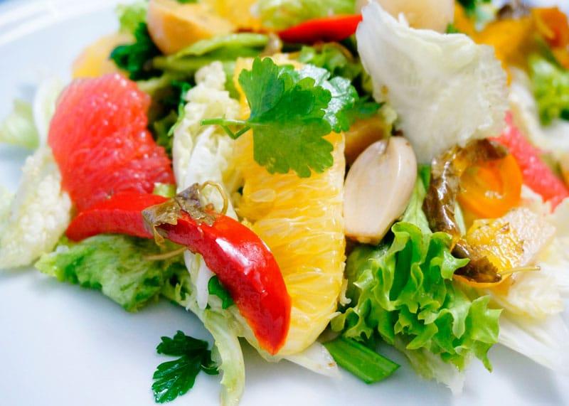 Пикантный салат из латука и капусты рецепт фото