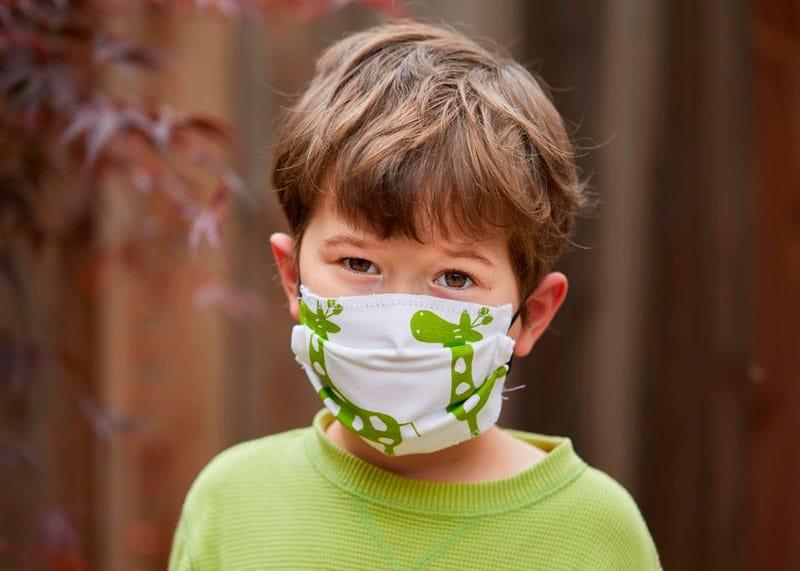 Ребенок в маске фото