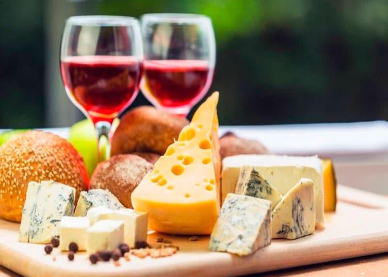 Сыр и вино фото