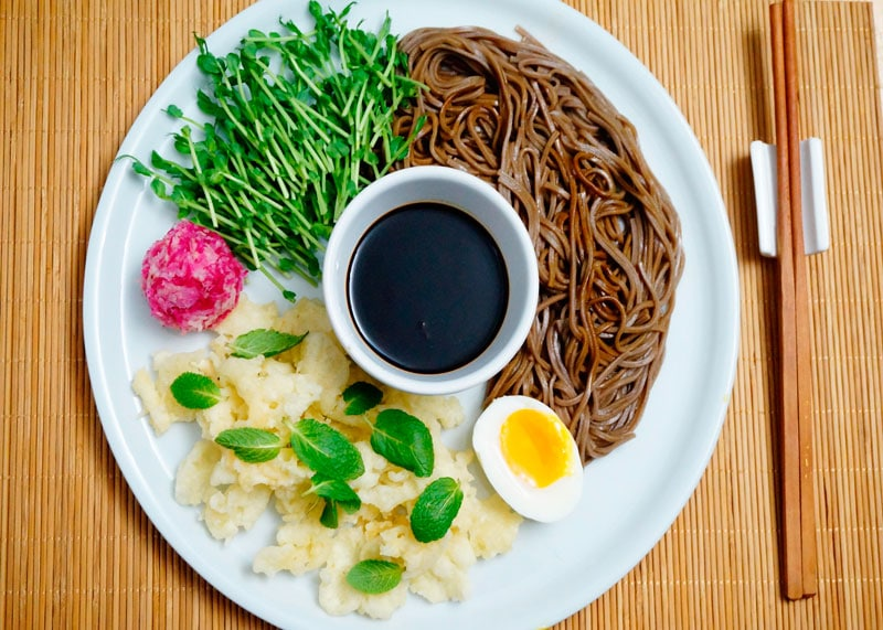 Японский салат с красной редькой приготовление фото