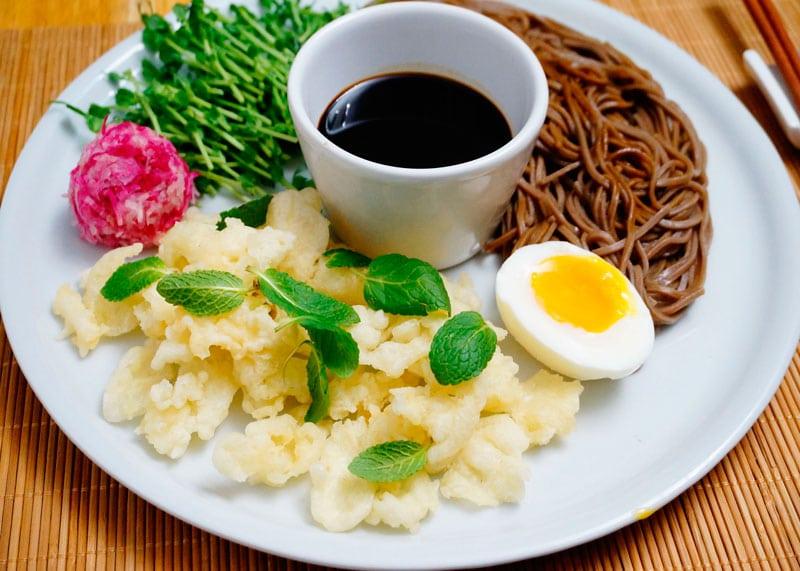 Японский салат с красной редькой фото