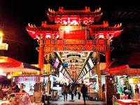Ночной рынок на змеиной олее фото