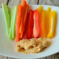 Овощи и хумус фото