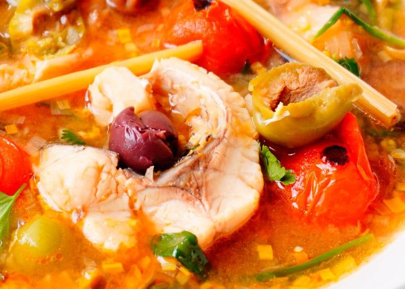 Рыбный суп с помидорами фото