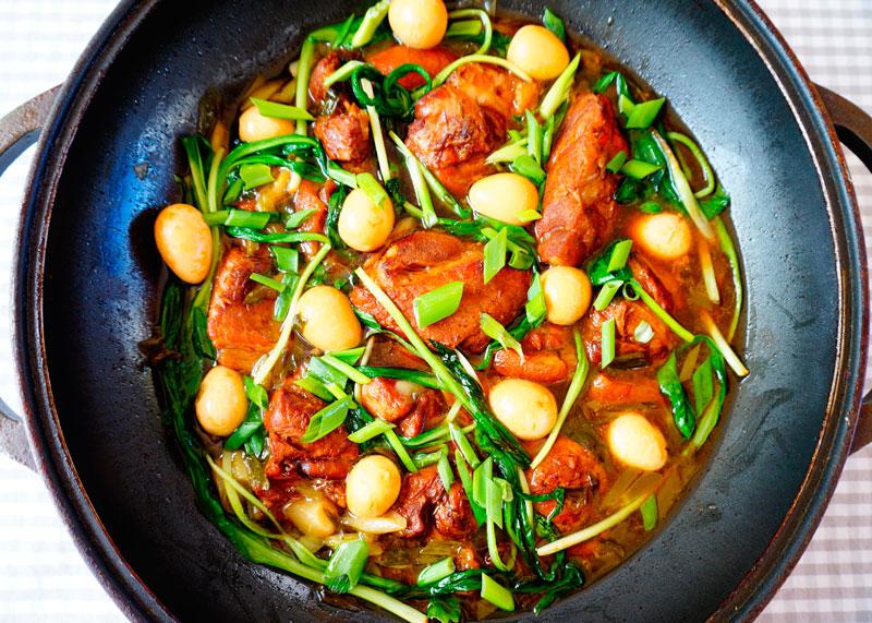 Свинина и яйца в карамельном соусе фото