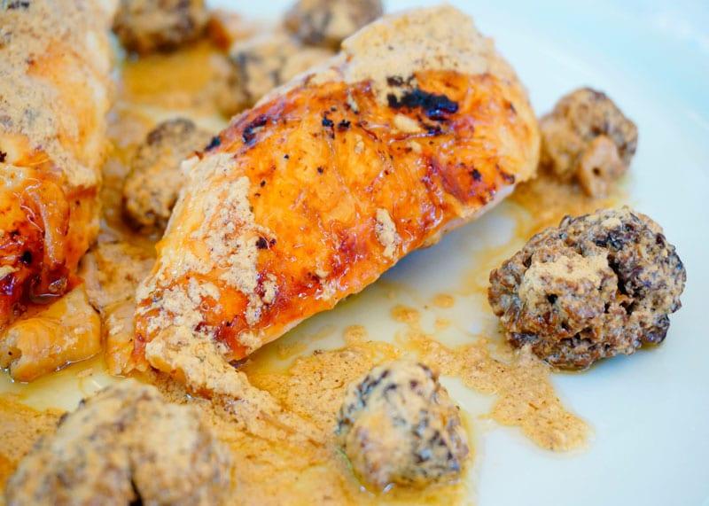 Цыпленок под соусом из сморчков рецепт фото