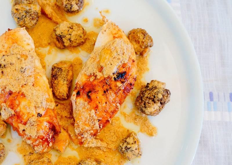 Цыпленок под соусом из сморчков фото