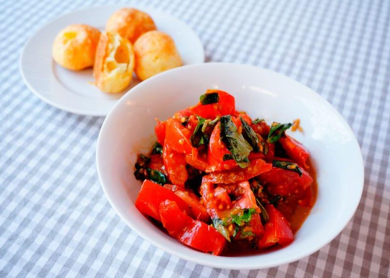 Маленький помидорный салат рецепт фото
