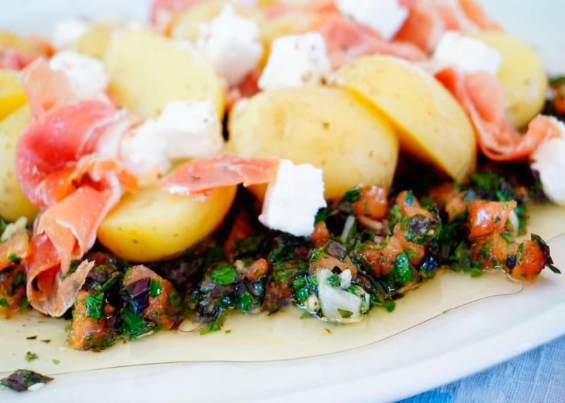 Молодой картофель с соусом Вьеж фото