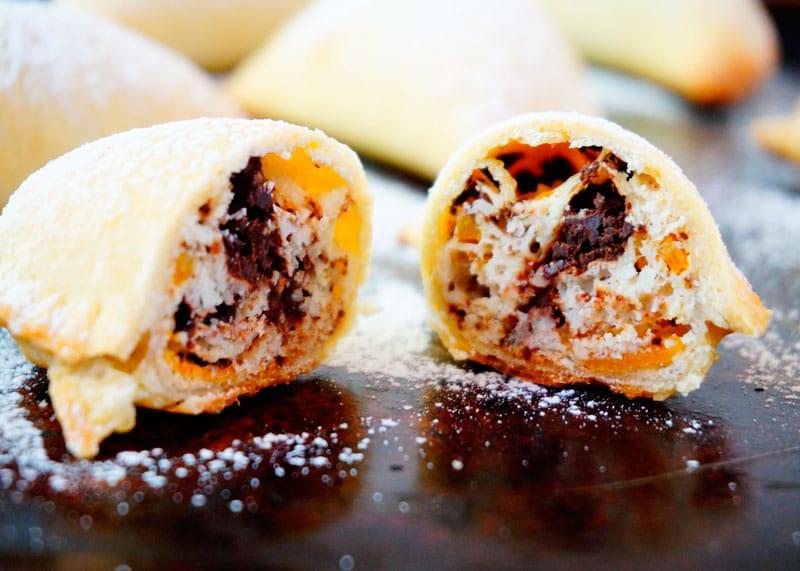Пирожки с начинкой из рикотты и шоколада рецепт фото