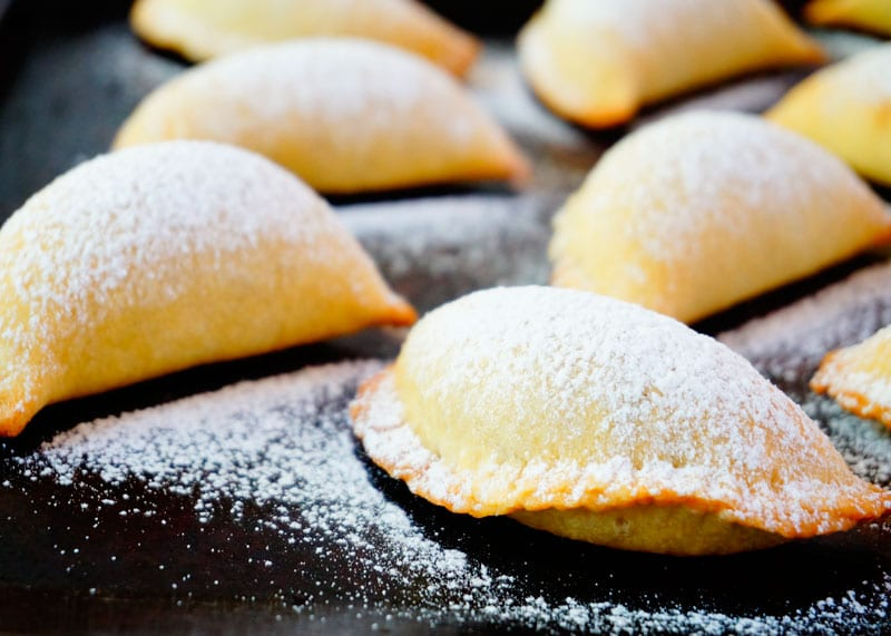 Рецепт Пирожки с начинкой из рикотты и шоколада фото