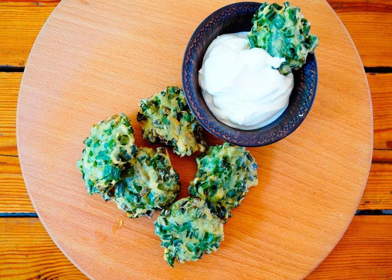 Жареное тесто с диким чесноком рецепт фото