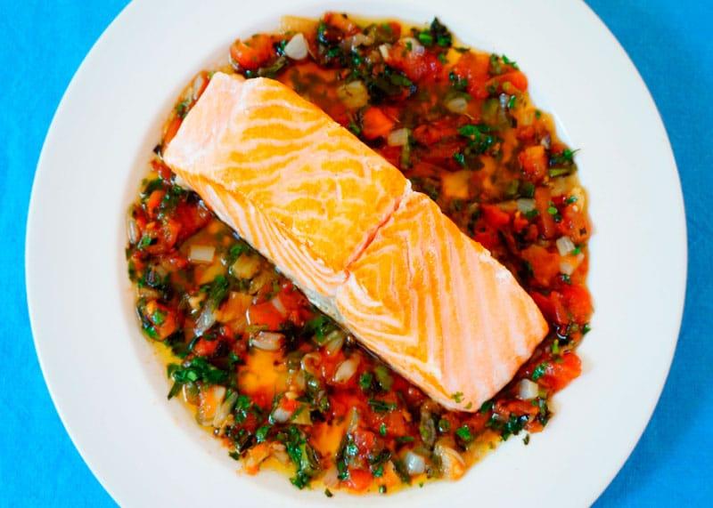 Жареный лосось с соусом Вьеж фото