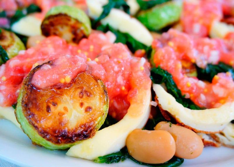 Холодный салат из белой фасоли фото