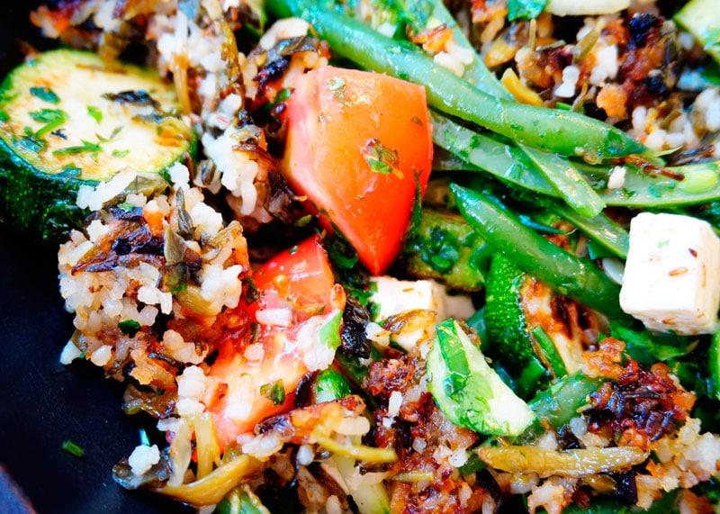 Салат с жареным рисом фото