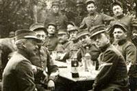 Солдаты пьют абсент фото
