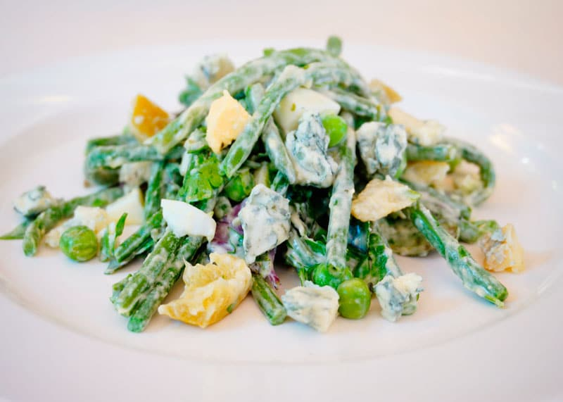 Зеленые овощи под чесночным соусом рецепт фото
