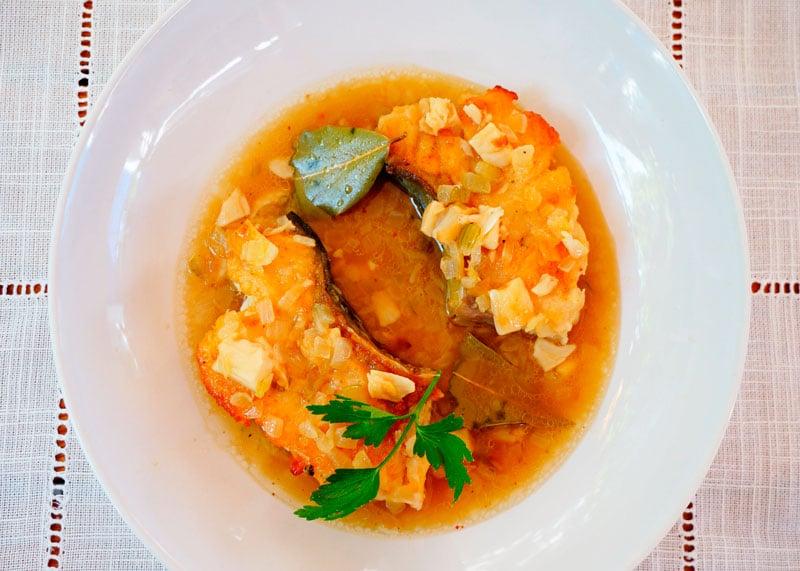 Жаренная рыба в чесночном соусе фото
