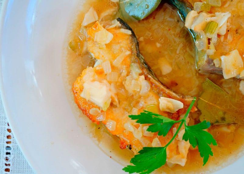 Жаренная рыба в чесночном соусе рецепт фото