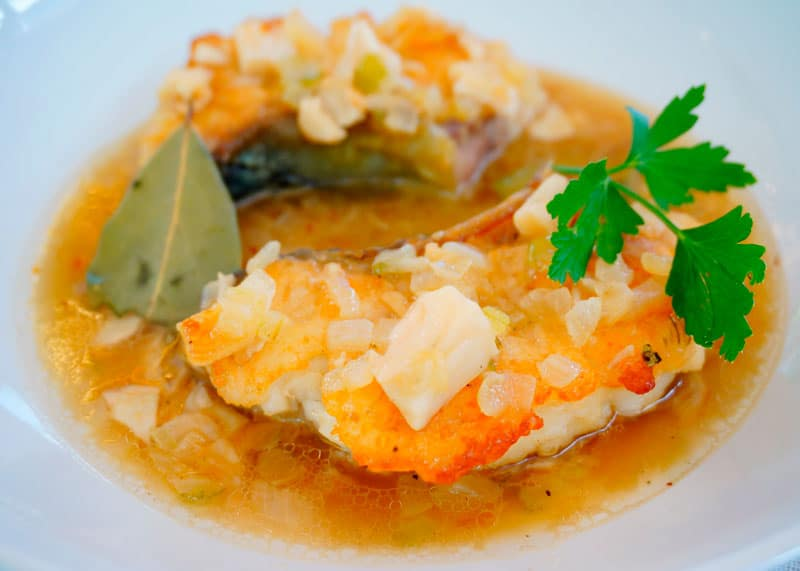 Жаренная рыба в чесночном соусе приготовление фото