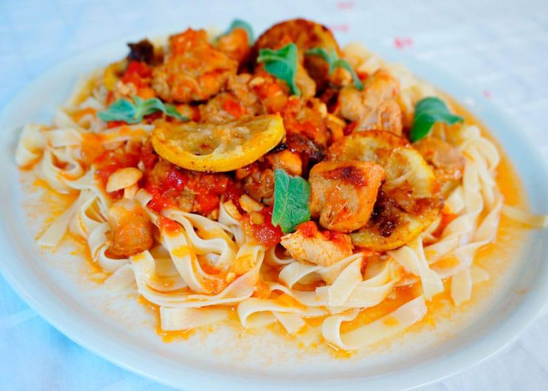 Кусочки цыпленка под томатным соусом рецепт фото