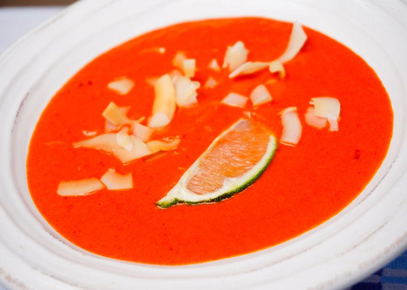 Суп из перцев с розовой хариссой фото